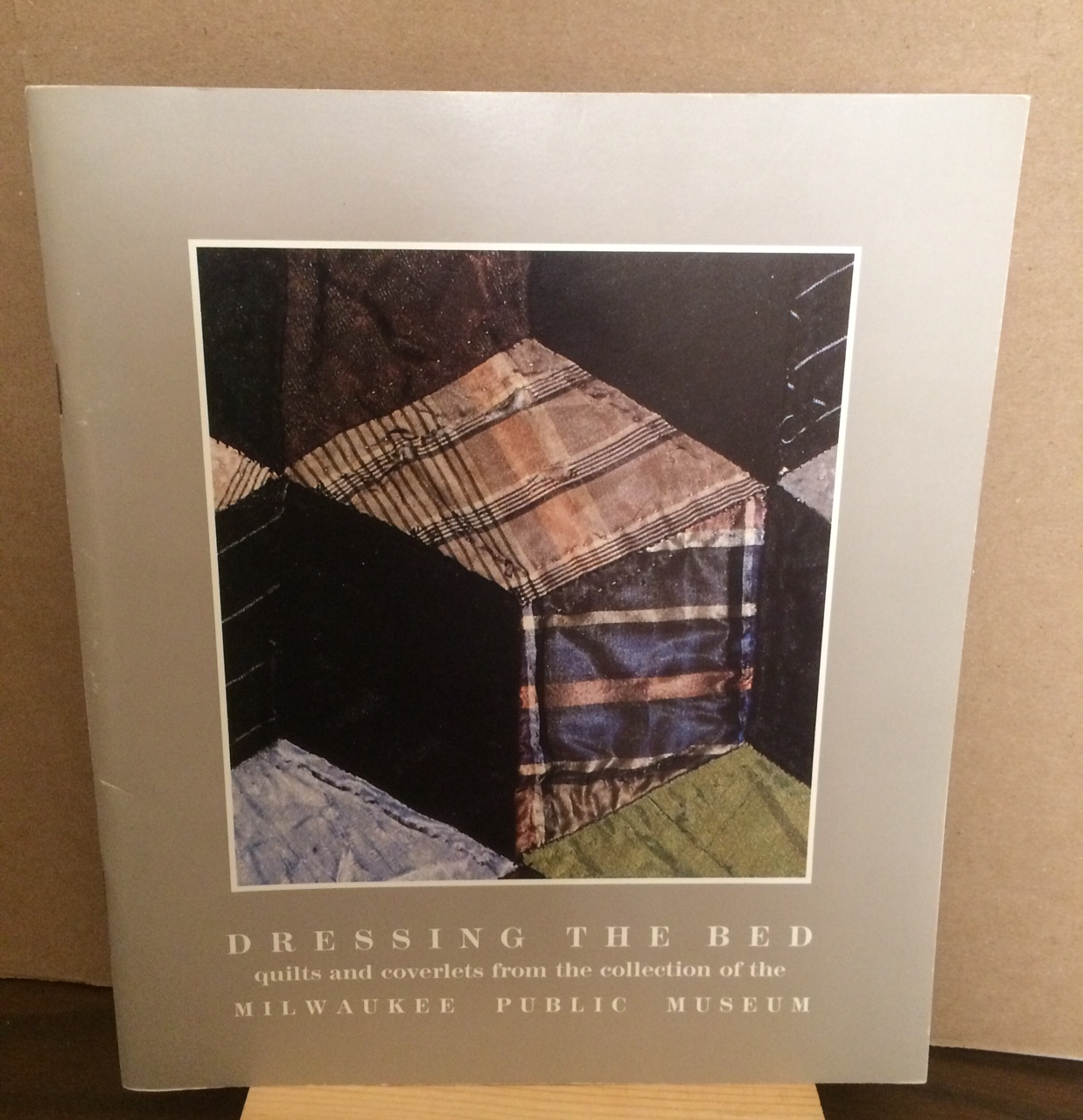 Image for DRESSING THE BED - QUILTS AND COVERLETS FROM THE COLLECTION OF THE MILWAUKEE PUBLIC MUSEUM